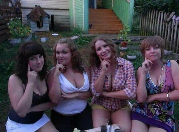 Четыре пьяные девицы с большими сиськами в деревне пьют винцо