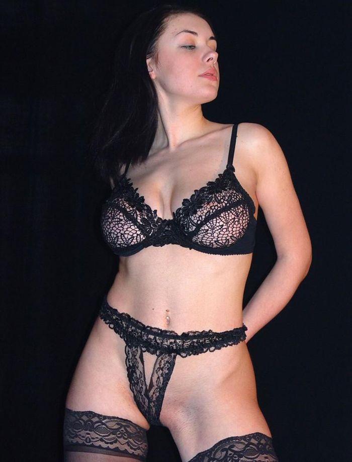 Жена нарядилась в развратный комплект нижнего белья