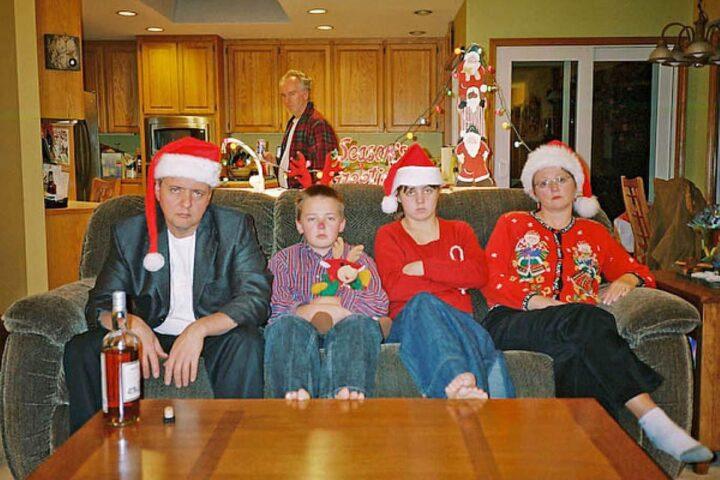 Семья очень радуется началу Нового Года