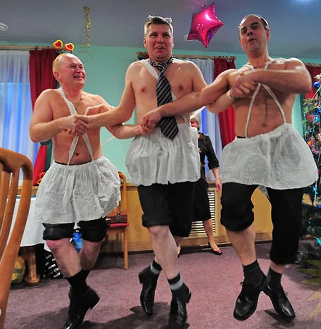 Странные корпоративные танцы старых мужчин