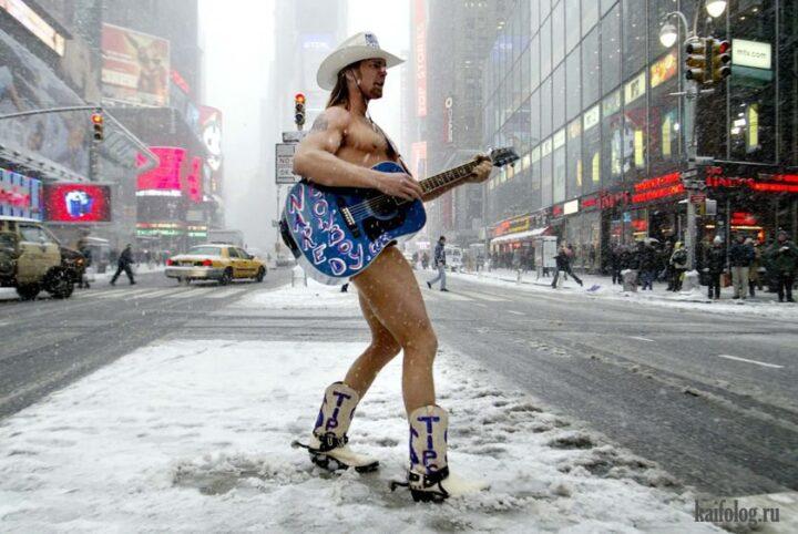 Вот такие обнаженные ковбои веселят людей на улицах Нью- Йорка