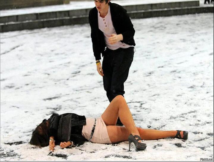 Рискованно ходить на каблуках зимой пьяной по улице